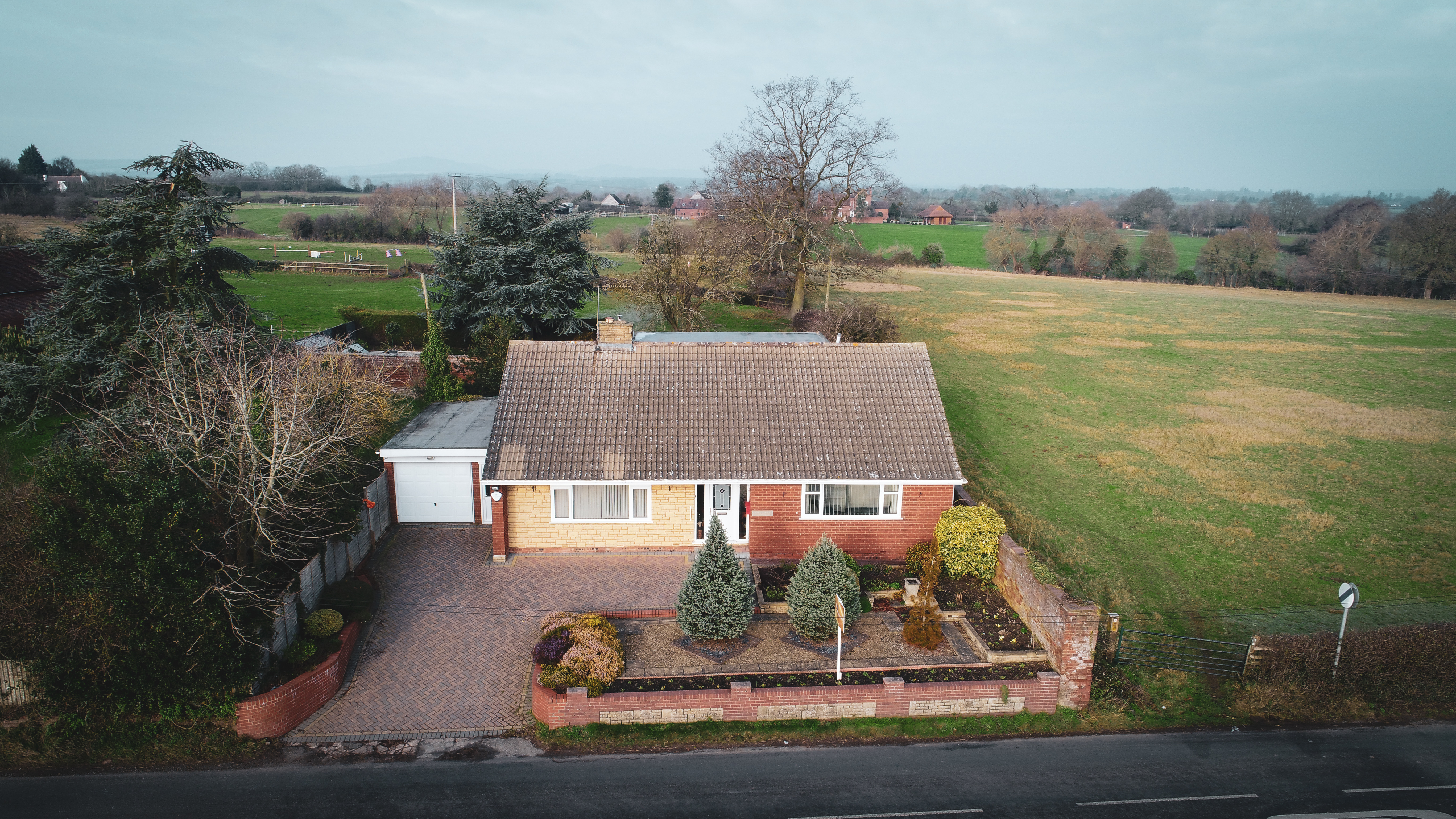 Inglewood, Hallow Lane, Lower Broadheath, Worcestershire, WR2 6QL. Picture perfect countryside views